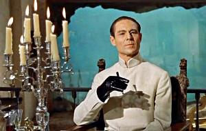 Joseph Wiseman in una scena di Agente 007 – Licenza di uccidere