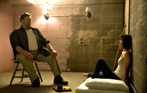 John Goodman e Mary Elizabeth Winstead in 10 Cloverfield Lane