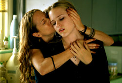 Holly Hunter e Evan Rachel Wood in Thirteen