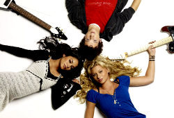 Vanessa Hudgens, Gaelan Connell e Alyson Michalka in Bandslam - High School Band