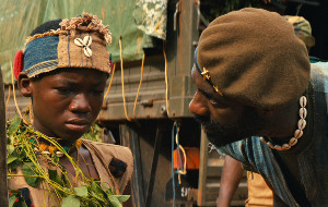 Abraham Attah e Idris Elba in Beasts of No Nation