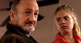 Robert Englund e Kate Lang Johnson in Behind the Mask
