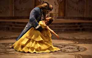 Dan Stevens e Emma Watson in La Bella e la Bestia