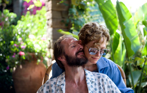 Ralph Fiennes e Tilda Swinton in A Bigger Splash