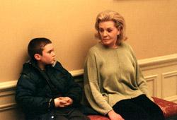 Cameron Brigth e Lauren Bacall in Birth - Io sono Sean