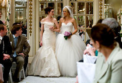 Anne Hathaway e Kate Hudson in Bride Wars