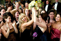 Kate Hudson e Anne Hathaway in Bride Wars