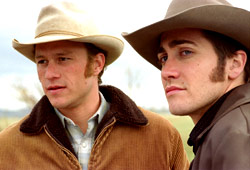 Heath Ledger e Jake Gyllenhaal in I segreti di Brokeback Mountain