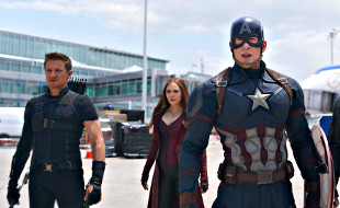 Jeremy Renner, Elizabeth Olsen e Chris Evans in Captain America: Civil War