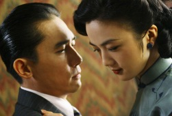 Tony Leung e Tang Wei in Lussuria - Seduzione e tradimento