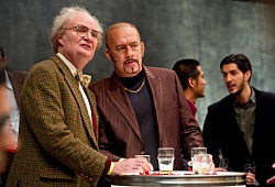 Jim Broadbent e Tom Hanks in Cloud Atlas
