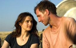 Rachel Weisz e Ralph Fiennes in The Constant Gardener