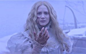 Mia Wasikowska in una scena di Crimson Peak