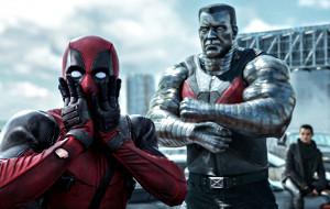 Ryan Reynolds e Greg LaSalle con Brianna Hildebrand in una scena di Deadpool
