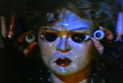 Cassie Stuart in una scena di Dolls - Bambole