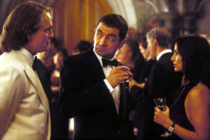 John Malkovich, Rowan Atkinson e Natalie Imbruglia in Johnny English