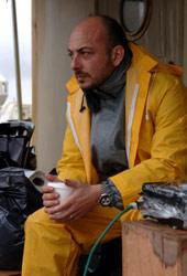 Il regista Emanuele Crialese durante una pausa sul set di Nuovomondo