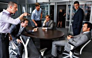 Jeremy Strong, Rafe Spall, Hamish Linklater, Steve Carell,  e Ryan Gosling in una scena di La grande scommessa