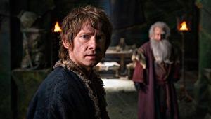 Martin Freeman con Ken Stott sullo sfondo in una scena di Lo Hobbit - La battaglia delle cinque armate