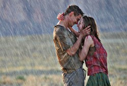 Max Irons e Saoirse Ronan in The Host