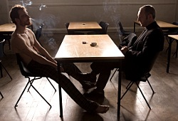 Michael Fassbender e Liam Cunningham in Hunger