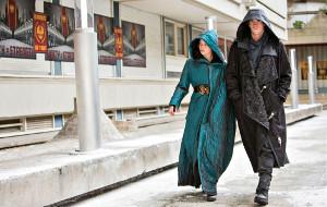 Jennifer Lawrence e Liam Hemsworth in una scena di Hunger Games - Il canto della rivolta parte 2