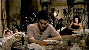 Marcello Mastroianni e Sophia Loren in una scena dell'episodio di Ieri oggi domani Adelina