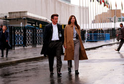 Sean Penn e Catherine Keener in The Interpreter