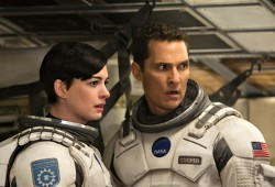 Anne Hathaway e Matthew McConaughey in Interstellar