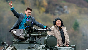James Franco e Randall Park in una scena di The Interview