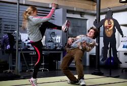 Chloë Grace Moretz e Aaron Taylor-Johnson in una scena
