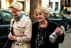 Laine Mägi e Jeanne Moreau in A Lady in Paris