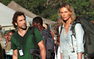 Javier Bardem e Charlize Theron in The Last Face