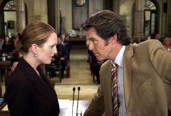 Julianne Moore e Pierce Brosnan in Laws of Attraction - Matrimonio in appello