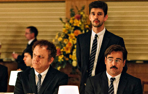John C. Reilly e Colin Farrell con Ben Whishaw in una scena di The Lobster
