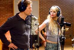 Hugh Grant e Haley Bennett in Scrivimi una canzone