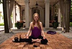 Julianne Moore in Maps to the Stars