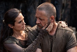 Jennifer Connelly e Russell Crowe in Noah