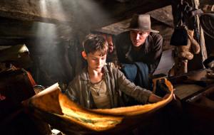 Rooney Mara e Garrett Hedlund in una scena di Pan - Viaggio sull'Isola che non c'è