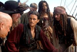 Orlando Bloom con Martin Klebba, Geoffrey Rush, Mackenzie Crook, Naomie Harris e Johnny Depp in Pirati dei Caraibi - Ai confini del mondo