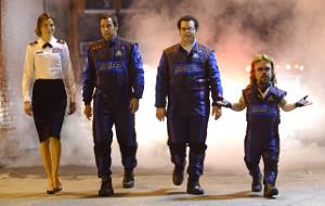 Michelle Monaghan, Adam Sandler, Peter Dinklage e Josh Gad in una scena di Pixels