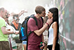 Jonny Weston e  Sofia Black-D'Elia in Project Almanac