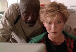 Louis Gossett Jr e Nancy Everhard in Il vendicatore