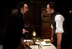 John Cusack e Luke Evans in The Raven