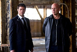 Karl Urban e Bruce Willis in Red
