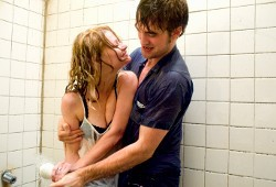 Emilie de Ravin e Robert Pattinson in Remember Me
