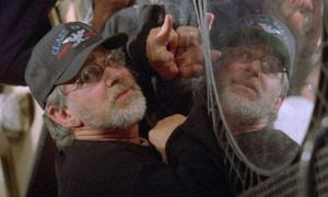Il regista Steven Spielberg sul set di Minority Report