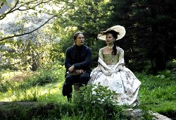 Mads Mikkelsen e Alicia Vikander in Royal Affair