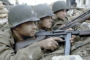 Tom Hanks, Matt Damon e Edward Burns in Salvate il soldato Ryan