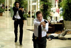 Eva Longoria e Kiefer Sutherland in The Sentinel